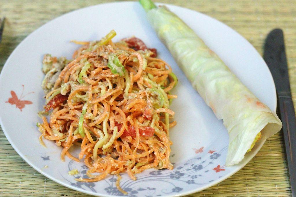 Alimentation vivante crue salade thai sauce aux amandes - Cuisine crue et vivante ...